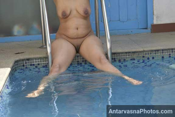 Sexy Tamil aunty sex photos. Prabha aunty from Police opened her legs in swimming pool and showed her big pussy to lover Mohan