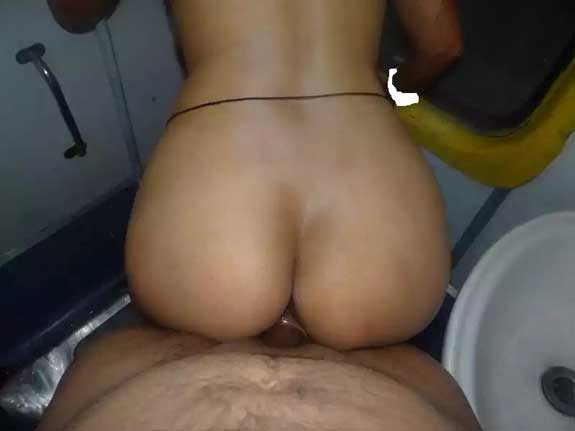 Bahan ke sath doggystyle chudai train ke toilet me - Desi porn photos