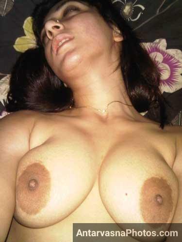 Anti ne apne boobs ki selfie li
