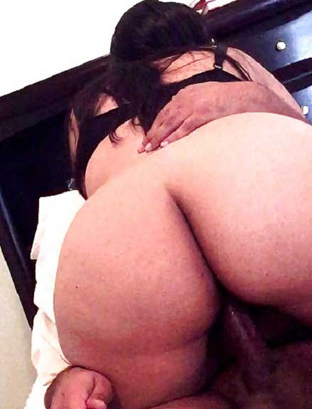 Big ass Indian aunty sexy selfies