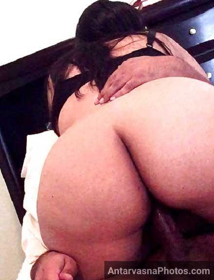 Big ass Indian aunty sexy selfies