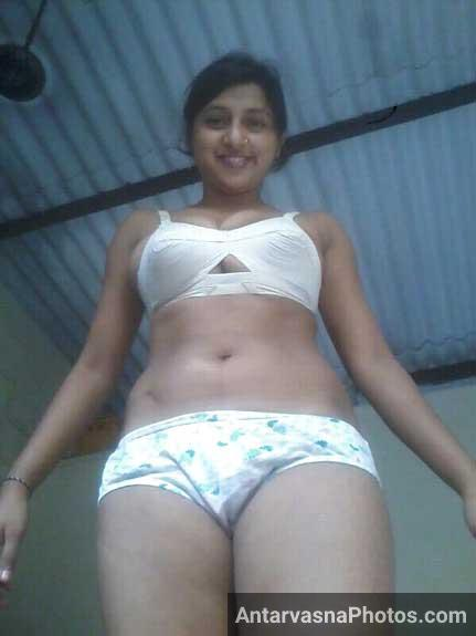 Chudasi Indian teacher ki bra aur panty ke hot sex pics