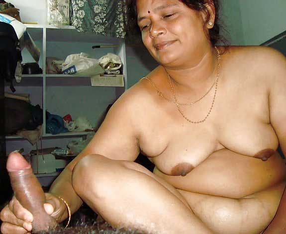 indian-old-aunty-nude