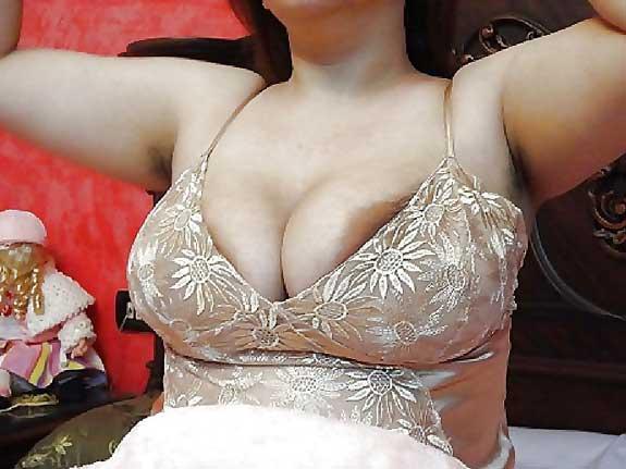 Hot Pakistani aunty ke big boobs