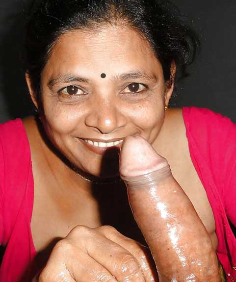 Dost ki horny Indian mom lund dekh ke khush ho gai