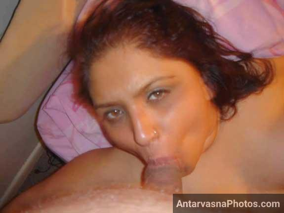 Hot Indian mami ka cock sucking