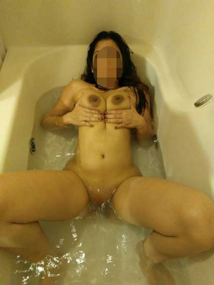 Bathtub me nude Indian bhabhi ki hot body