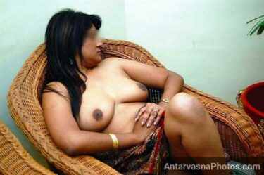Anamika ke big Indian boobs - Desi housewife porn