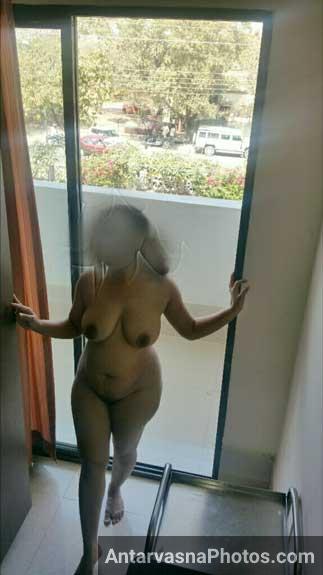 Meri sexy wife Pallavi ke big boobs ke pics