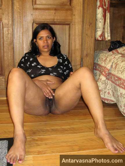 Radha bhabhi ki sexy baalwali chut ke pics