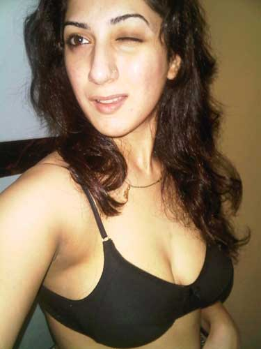 Sexi salma anti ne apne boobs dikhane chalu kiye