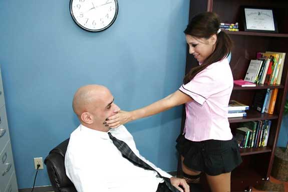 Sexy schoolgirl apne teacher ke paas aa gai