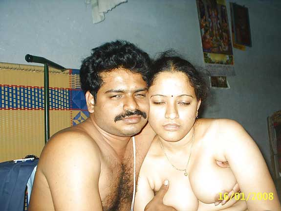 Shweta bhabhi ke bade boobs ko dabaye uske lover Nagesh ne