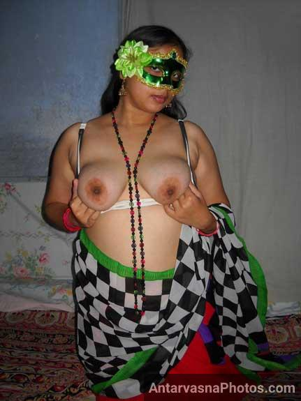Big boobs wali hot Velamma bhabhi ke pics