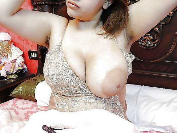 Zoya mami ne badi chuchiya bahar nikali - Desi pakistani boobs pics