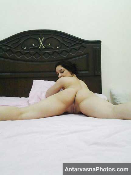 Horny bhabhi ne apni cunt yani ki chut dikhai - Desi sex pics