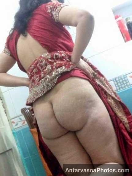 Desi nangi bhabhi ne saree upar kar ke gaand dikhai