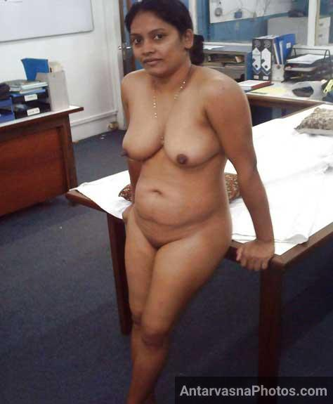 Hot office aunty big boobs photo - Boss ke lie nude hui chudasi aunty