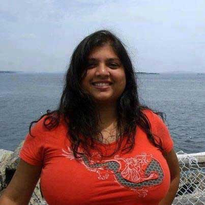 T-shirt ke andar aunty ke big boobs