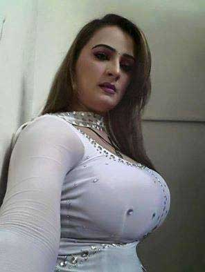 Pakistani aunty ke mast big boobs ke pics