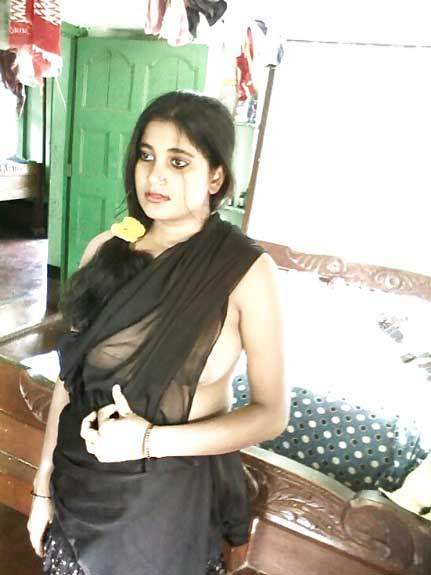 Chduasi Bengali bhabhi ke hot boobs ke pics