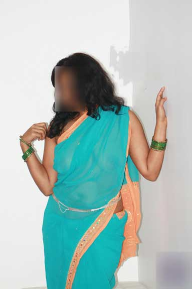 Indian randi aunty ke hot saree pics