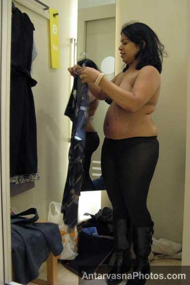 Chudasi Madhu anti ke hot pics trial room ke andar - Sexy anti pics