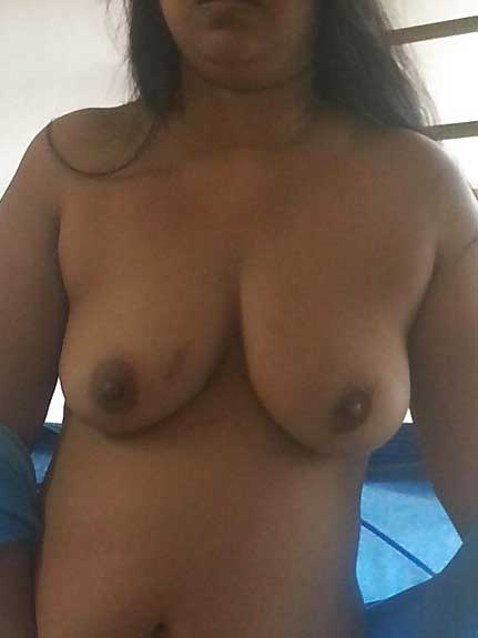 Big boobs wali Ritu ki jawani - Desi bhabhi hot pics