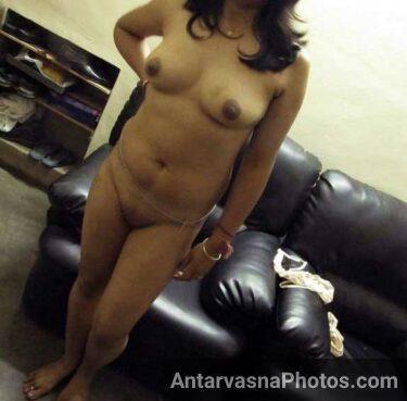 Nude pussy khol ke khadi ho gai Indian callgirl Shefali patel