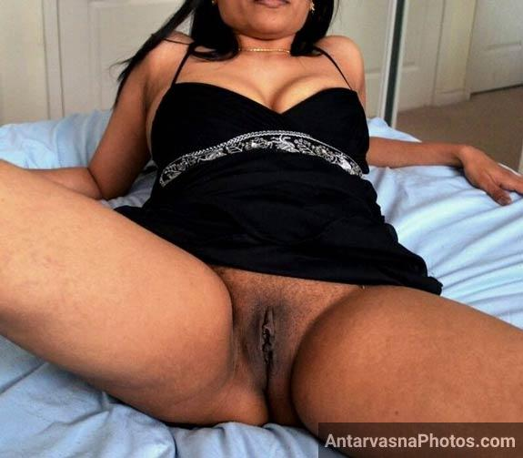 Chut khol ke baith gai sexy aarti - Indian houseiwfe xxx pics