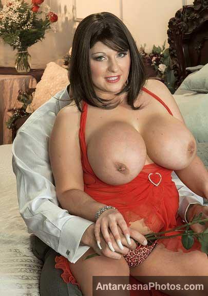 Aunties big boob