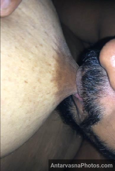 Muchho wale nokar ke aunty ke hot boobs ko chus ke doodh pee liya