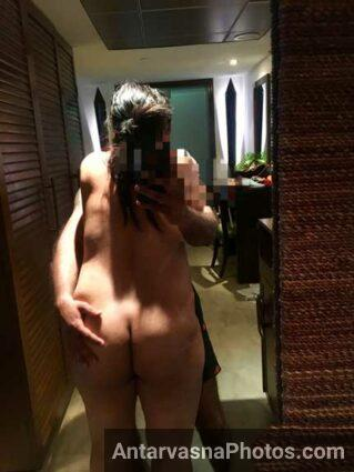 Big ass wali sexy Indian wife ki hot selfie husband ke sath