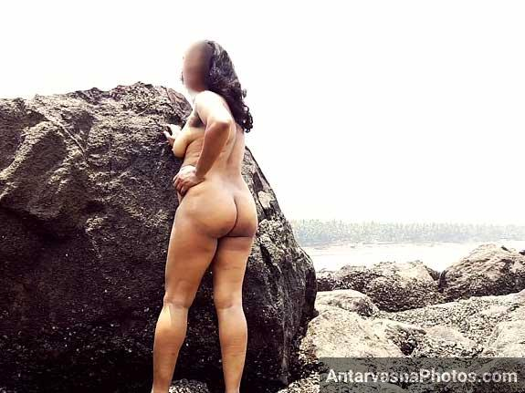 Nud aunties in beach