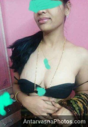 Lover Manu ke lie bhabhi ne apne kapde khole - Bhabhi striptease pics