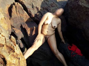 Nude Indian aunty ke hot beach sex pics
