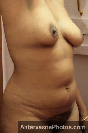 Randi aunty ne apne boobs aur nangi chut dikhai - Indian sex pics