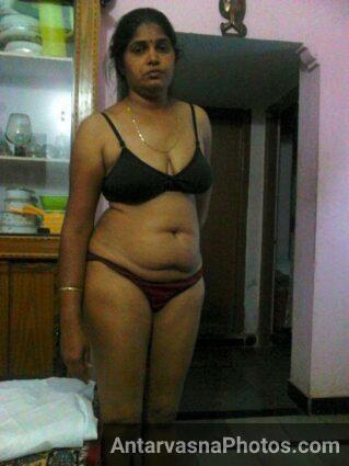 Hot aunty bra panty ke andar sexy lag rahi he