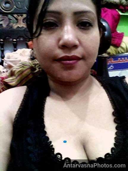 Big boobs wali sexy Bengali aunty ke pics