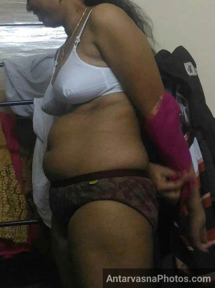 Desi bhabhi in saree hot camera show - 3 5