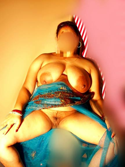 Indian MILf ki chut aur bade boobs ke antarvasna photos