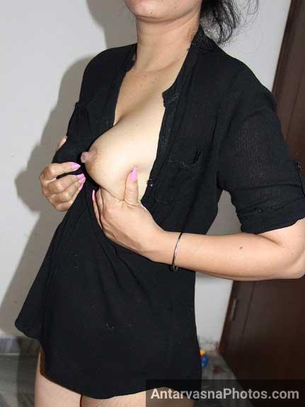 Pooja xxx pics me apne nipples se khel rahi he