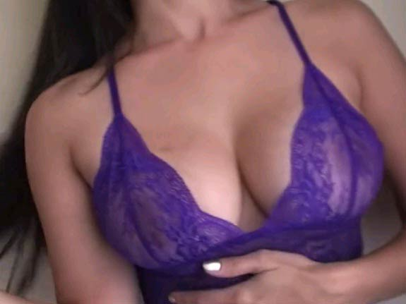 Bra ke andar sexy Sunny leone ke hot boobs ke pics