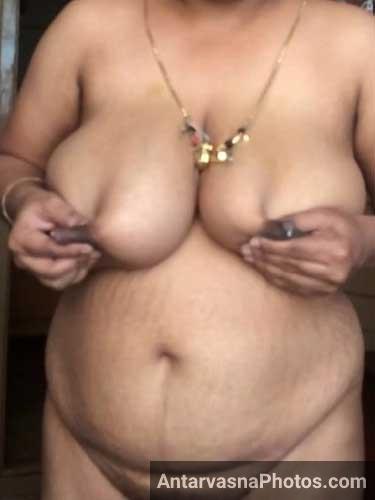 Aunty ne big boobs khole aur doodh nikalne lagi