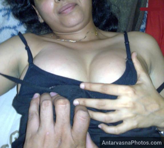 sexy college girlfriend ke boobs press ke pic