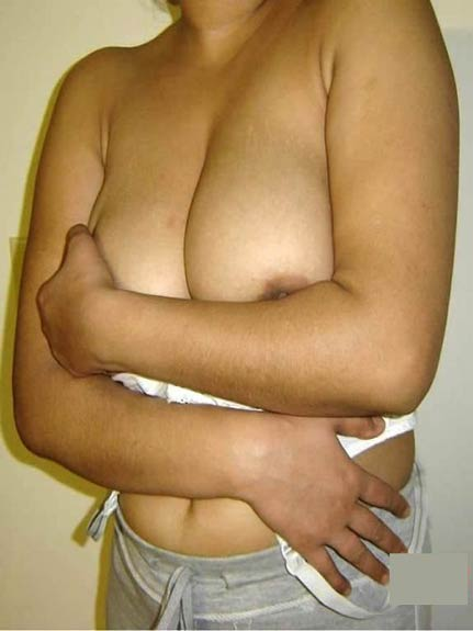 Hot bhabhi ne utare kapde aur dikhaye sexy big boobs