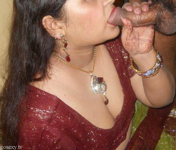 pati ke lund ko chus ke hot blowjob deti desi housewife