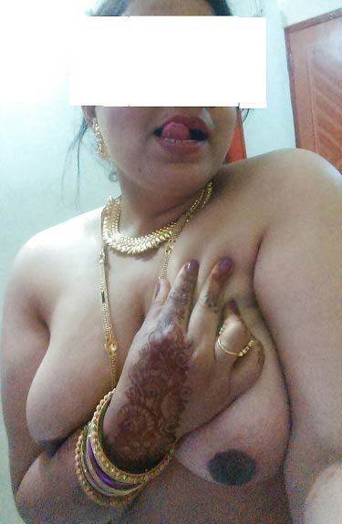 Lusty aur sexy Indian aunty ke pics - Big boobs wali sexy aurat