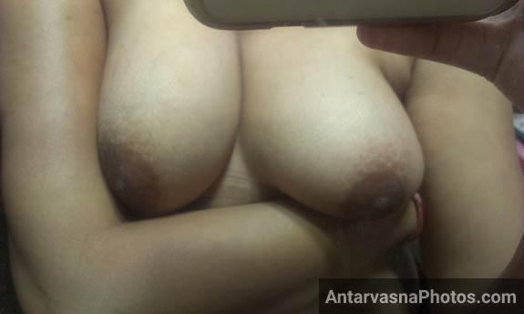 poori nangi hoke apne nange boobs ke pics le rahi bbw busty bhabhi