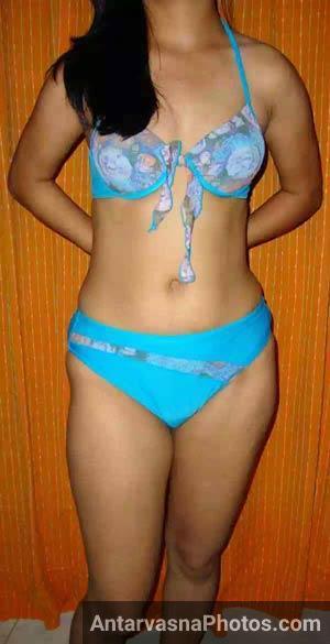 saree utarne ke baad apni bra ka hook kholti hui sexy bhabhi ke nude pics